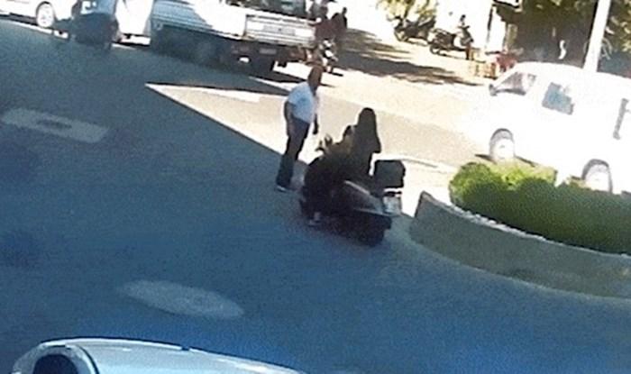 Ovaj muškarac je bezbrižno hodao po cesti, pogledajte što se dogodilo kad je naišla ova vozačica