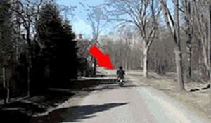 Vozač je ispred sebe ugledao čudan prizor, pogledajte što je čovjek na skuteru radio