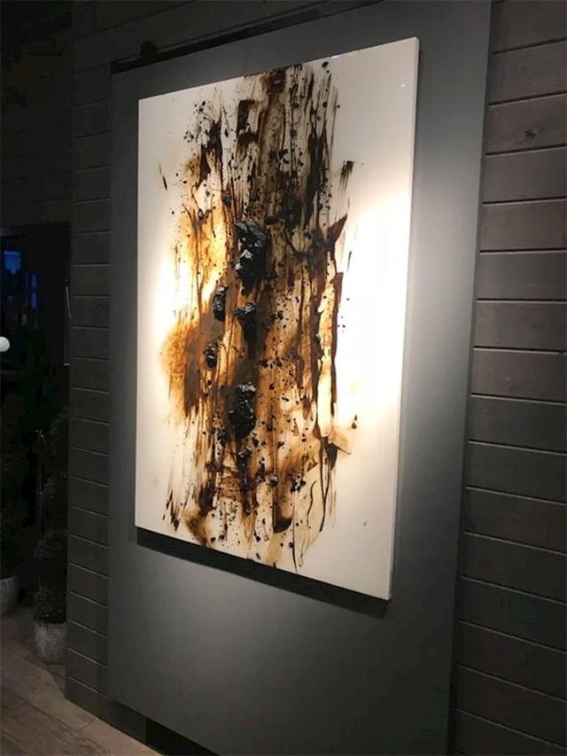 """Ova """"umjetnička slika"""" stoji na zidu jednog skupog restorana."""