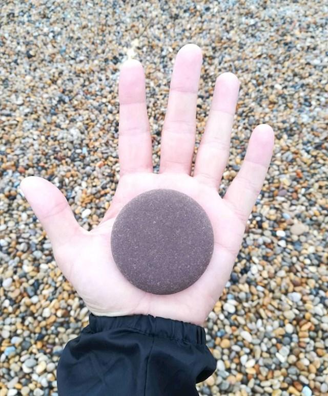 Jeste li ikad vidjeli okrugliji kamen?