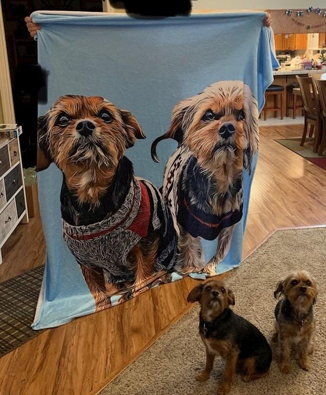 """""""Naručila sam dekicu s fotografijom svojih pasa. Web shop je izgledao sumnjiv pa nisam puno očekivala, no uspjeli su me iznenaditi!"""""""
