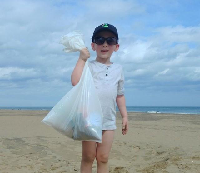 """""""Naš sin se nije htio igrati u pijesku, htio nam je pomoći da očistimo plažu."""""""