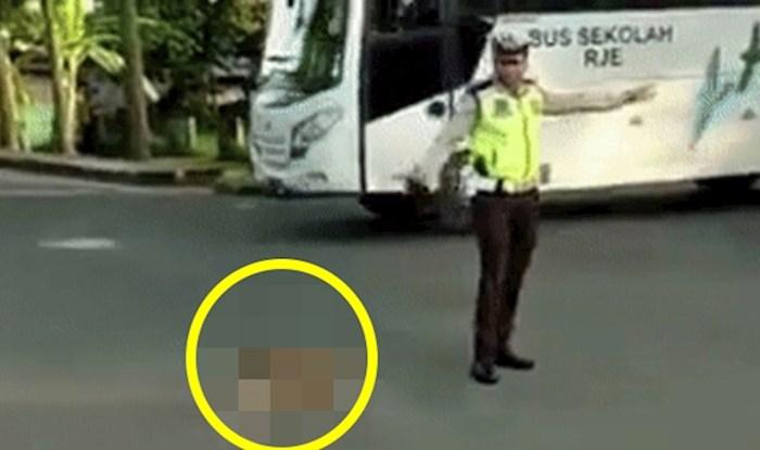 Prolaznik je snimio smiješnu scenu na raskrižju, pogledajte što je prometni policajac radio