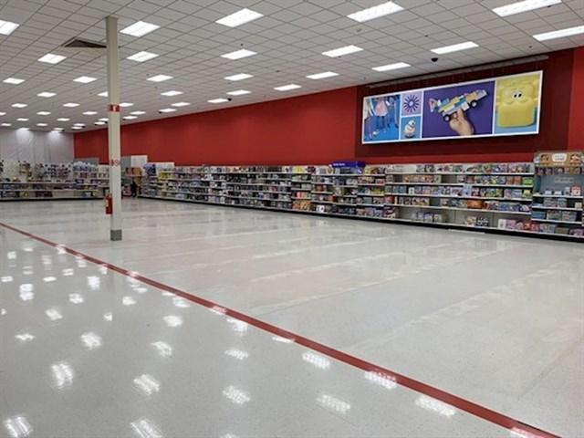 """""""Ovako izgleda supermarket kad maknu sve police."""""""