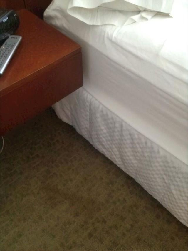 I ovdje se netko ispovraćao. Možda je vrijeme za novi tepih.