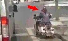 Motorist koji je čekao na semaforu nasmijao je ostale vozače kad se pojavilo zeleno svjetlo