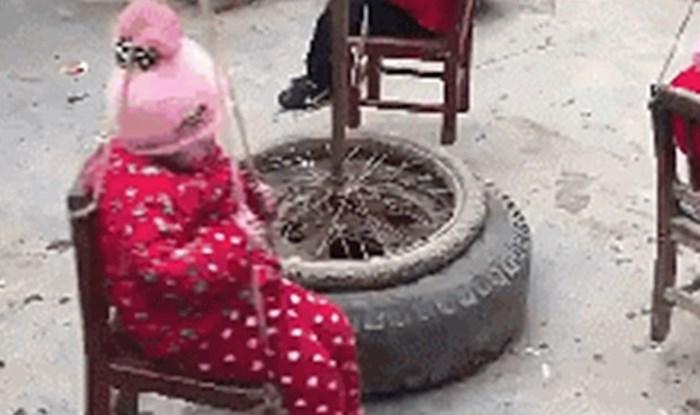 Iskoristili su stare stvari kako bi maloj djeci napravili nešto genijalno u dvorištu