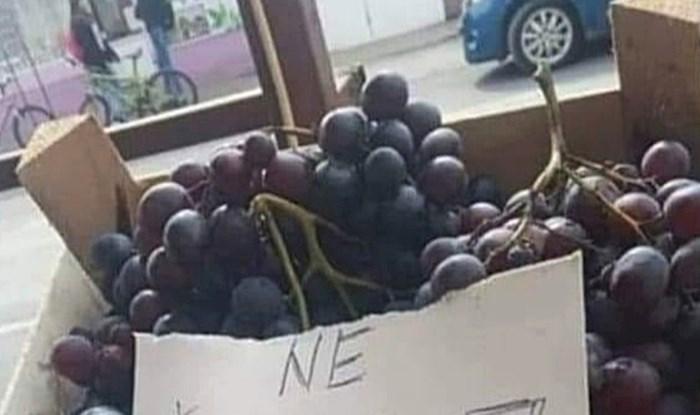 UPOZORENJE ZAINTERESIRANIMA Prodavačica je na grožđu ostavila poruku koja je nasmijala kupce
