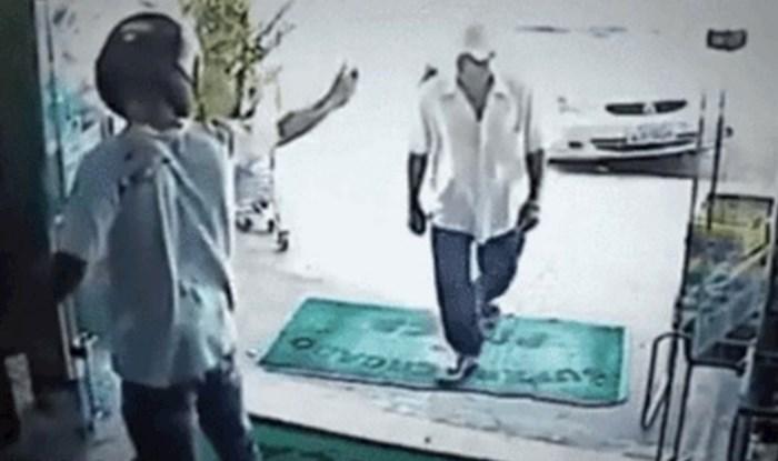 Naoružani pljačkaš je bio totalno zbunjen kad je vidio reakciju ovog starijeg muškarca