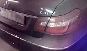 Ovaj Mercedes je bio pravilno parkiran, no jednom prolazniku je nešto jako smetalo