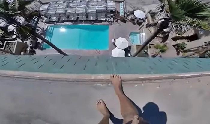 VIDEO Čudak se popeo na krov hotela i skočio u bazen, umalo završio na betonu