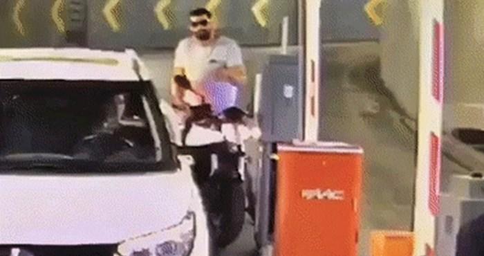 Motorist je htio ući u javnu garažu bez plaćanja, pogledajte zbog čega se kasnije kajao