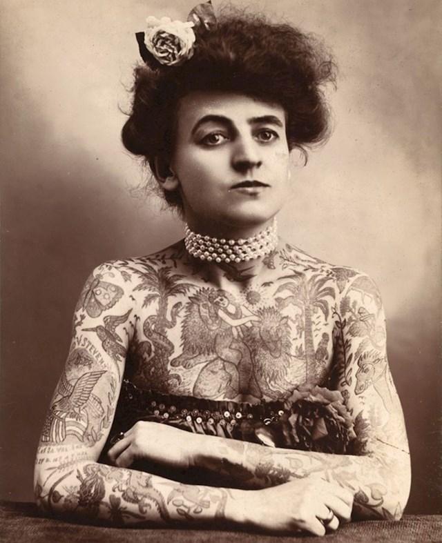 Maud Wagner je bila prva ženska tattoo majstorica. Neki bi rekli da je malo pretjerala s tetoviranjem...