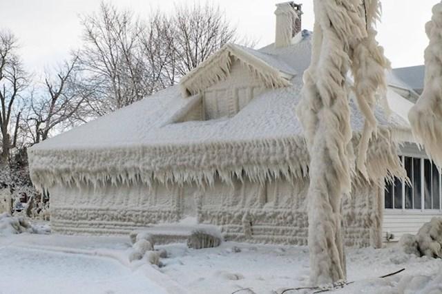 """""""Ovo je susjedova kuća slikana nakon snježne oluje (Ohio, SAD)."""""""