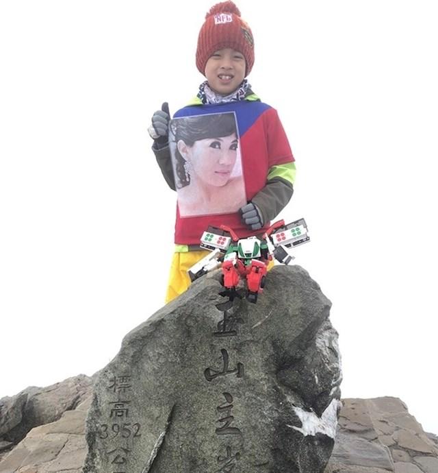 Ovaj osmogodišnjak iz Tajvana savladao je planinu visoku 4000 km u čast svojoj majci koja je preminula. Htio joj je biti bliže.