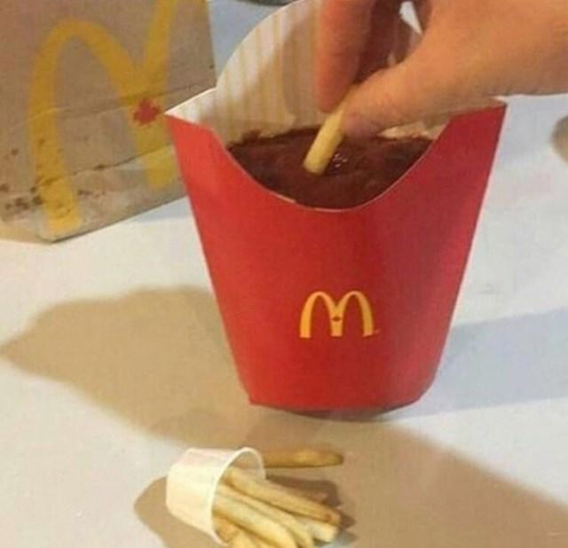 Krumpirići i ketchup su zamijenili mjesta.