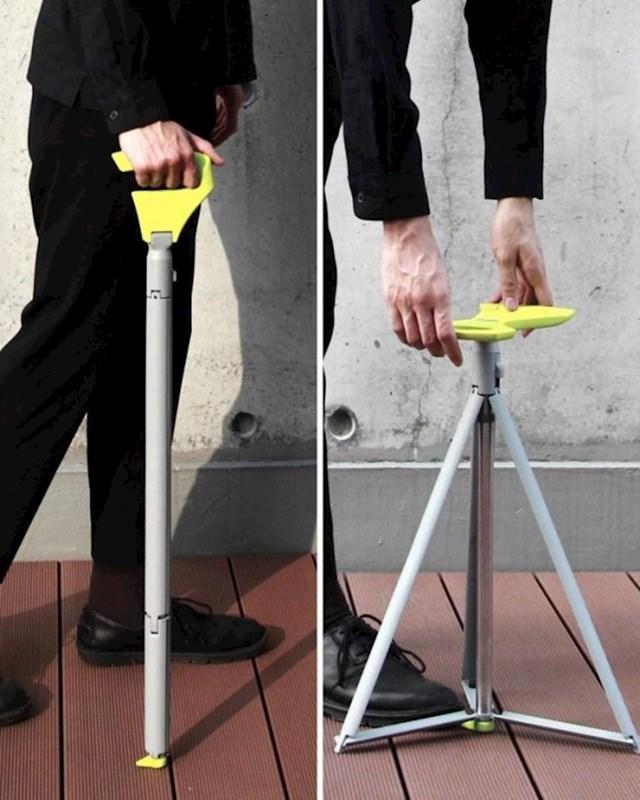 Ovaj štap za hodanje se vrlo lako može pretvoriti u stolicu na koju starija osoba može sjesti i odmarati.