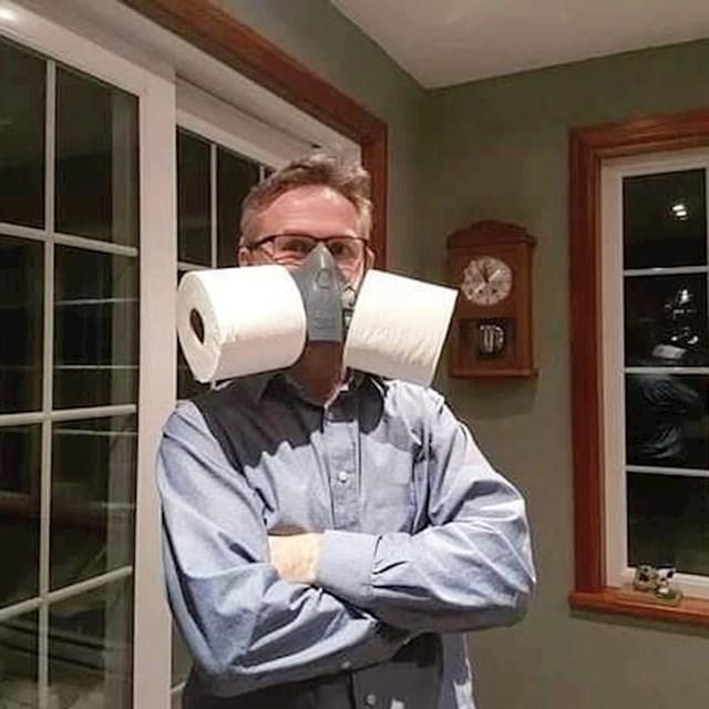 Tata je pripremio zaštitnu masku.