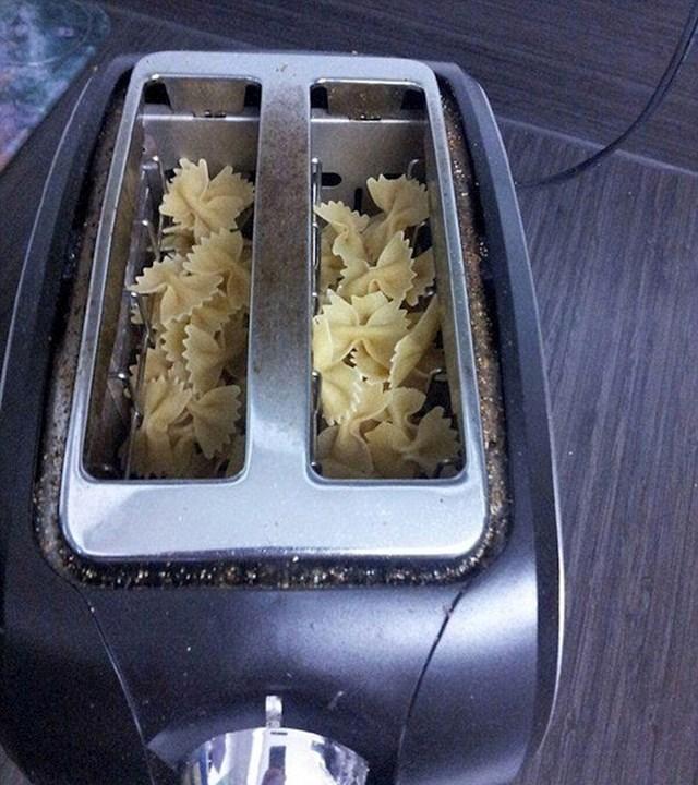 """""""Kako podgrijati tjesteninu u 2 minute"""""""