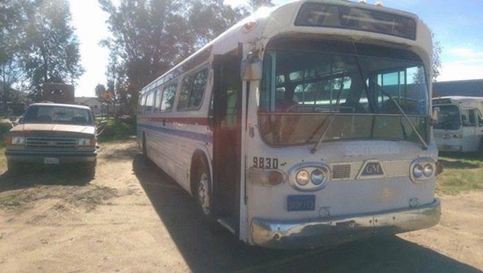 Kad vidite kako je uredila stari autobus i vi ćete početi razmišljati o ovakvom mobilnom domu