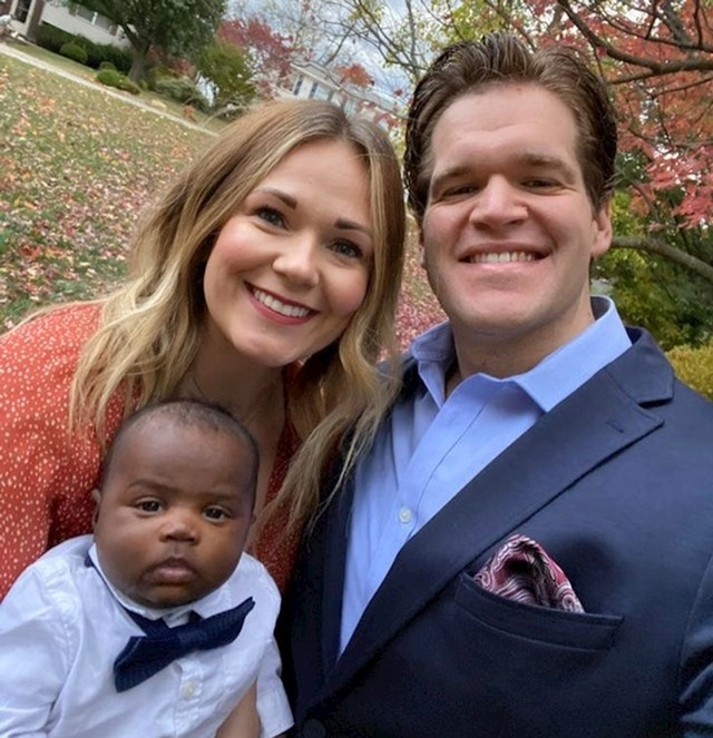 Konačno su uspjeli posvojiti bebu.