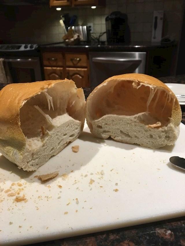 Kupili su kruh, a dobili pola kruha.