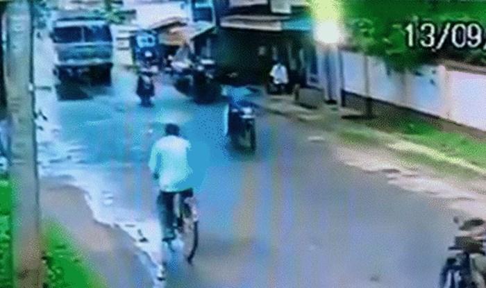 Čovjek je u najgorem mogućem trenutku pao s motora, no imao je nevjerojatnu dozu sreće