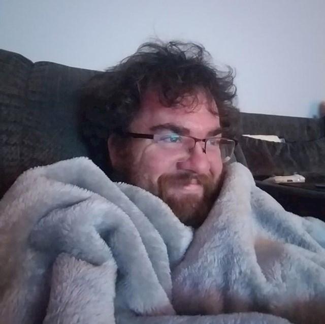 """""""Topla deka, topli čaj i dobar film. To je bilo sve što je trebao."""""""