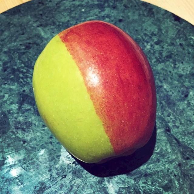 Ovo nije crvena jabuka. Ovo nije zelena jabuka. Ovo je crveno-zelena jabuka.