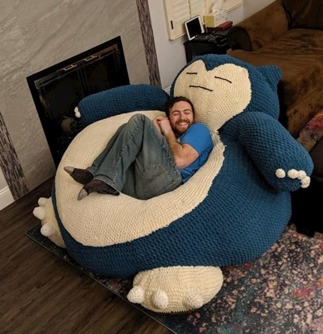 Od prijatelja je dobio ležaj u obliku ogromnog Snorlaxa.