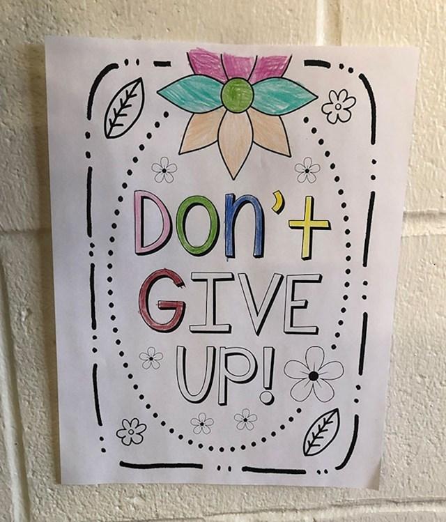 """Dijete je odustalo od bojenja teksta na kojem piše """"Ne odustaj!"""""""