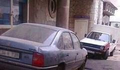 Lik iz BiH parkirao je auto ispred zgrade, kasnije ga je dočekalo bizarno iznenađenje
