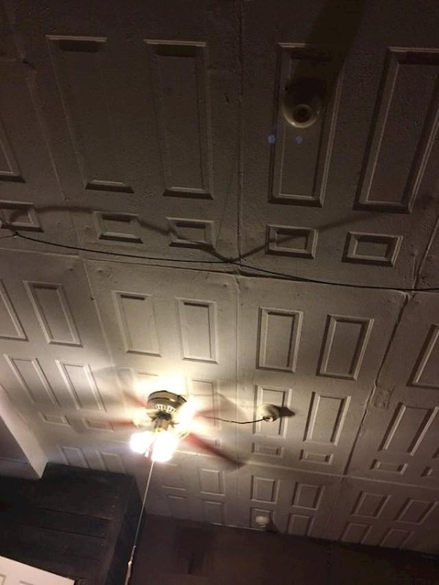 """""""U ovoj sobi je plafon bio napravljen od starih vrata."""""""