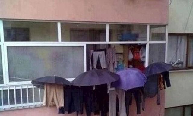 Padala je kiša, no ona je pod svaku cijenu htjela sušiti opranu odjeću...