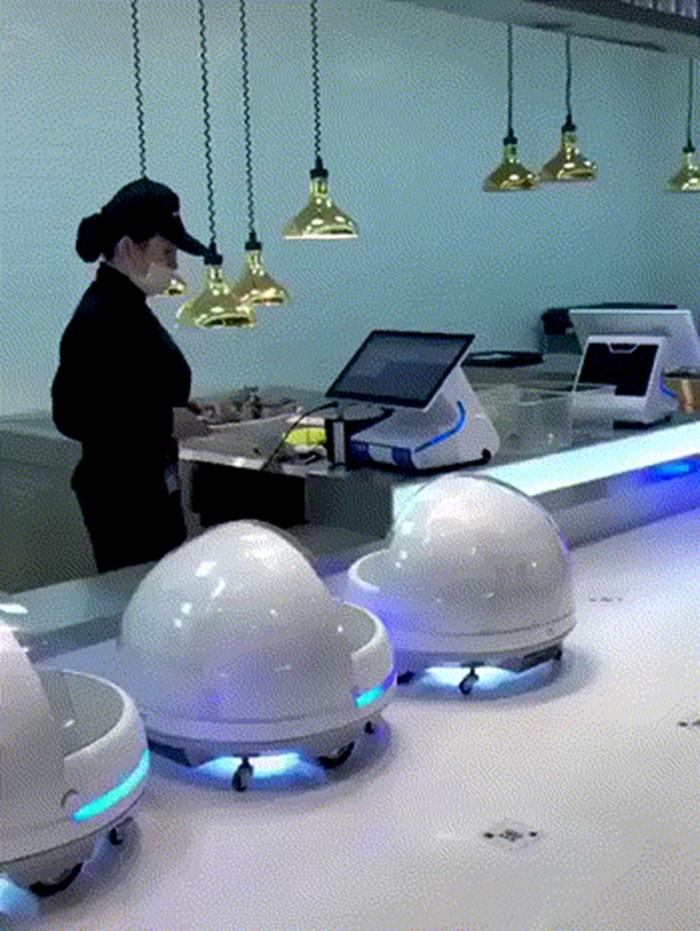 Ovaj azijski restoran je pronašao zamjenu za konobare, pogledajte kako roboti nose hranu gostima