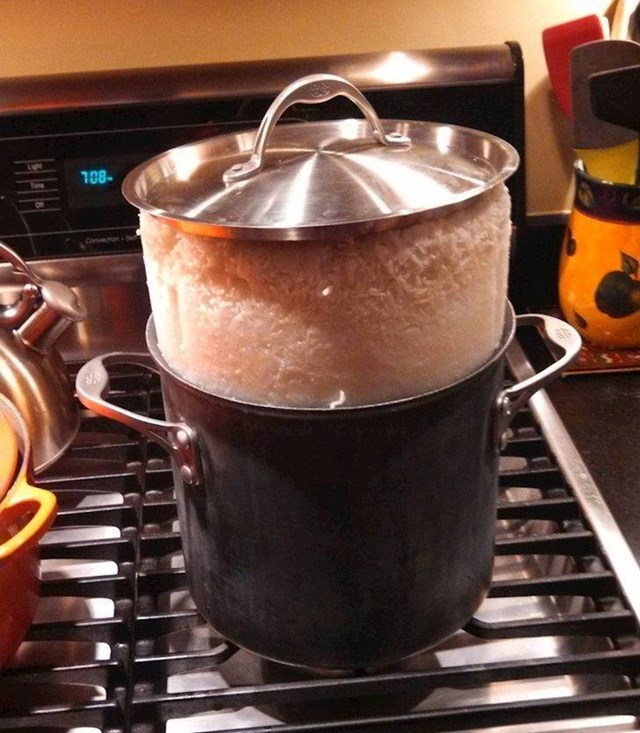 """""""Dečko je rekao da će on skuhati rižu. Nisam se trebala nadati da će to proći bez problema."""""""