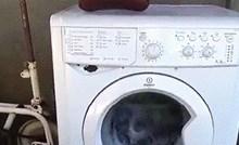 Ovaj lik je imao zanimljivu ideju, pogledajte kako je prao odjeću u perilici rublja