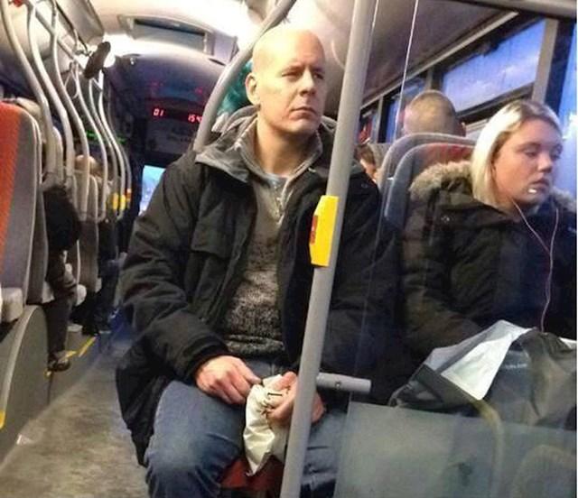 Bruce Willis u busu = Bus Willis