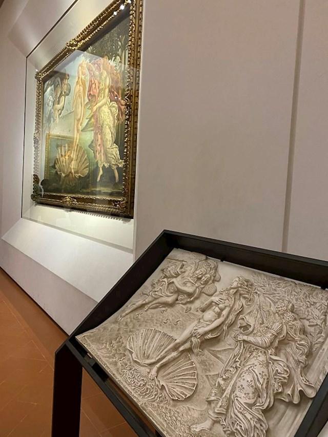 Uffizi galerija u Firenci ima 3D verzije umjetničkih slika pomoću kojih slijepe osobe mogu uživati u njima.