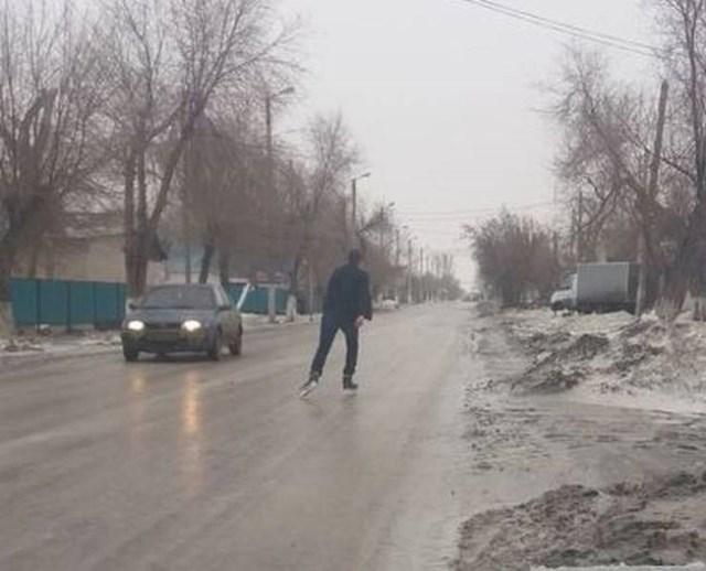 Ceste su bile zaleđene, vožnja autom u ovakvim uvjetima bila je prespora...