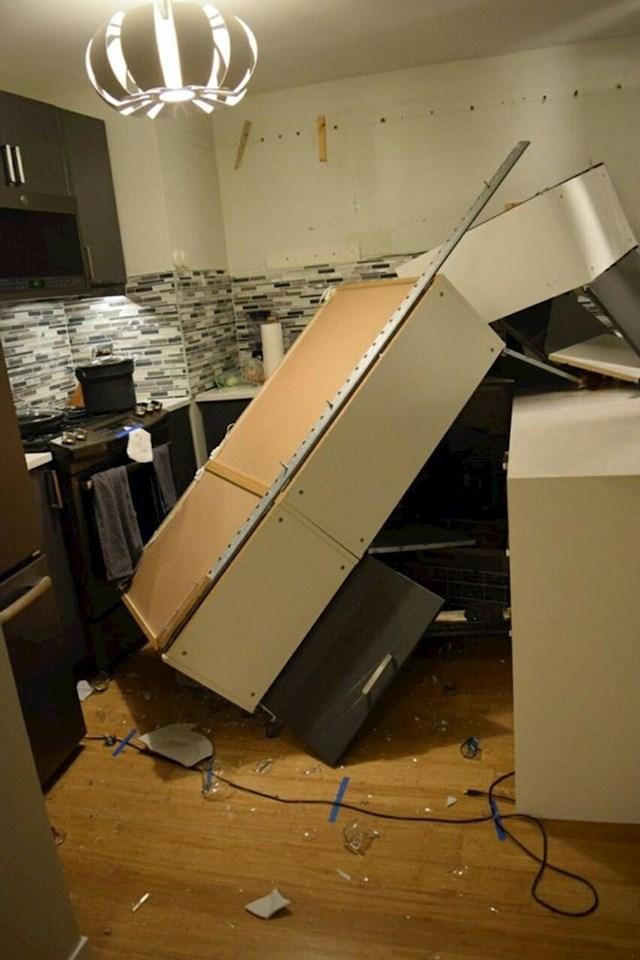 """""""Majstor koji nam je renovirao i postavljao kuhinju nije odradio dobar posao."""""""