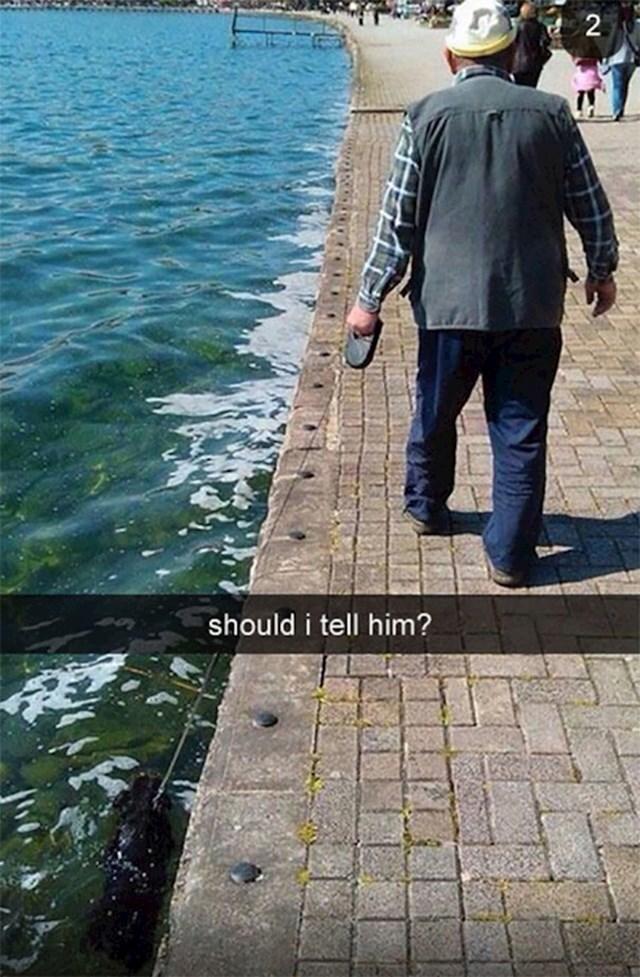 Stariji muškarac nije ni primijetio što se dogodilo njegovom ljubimcu...