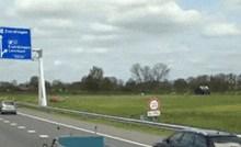 Dok su se vozili na autocesti, ispred sebe su ugledali najzanimljiviji kamion ikad