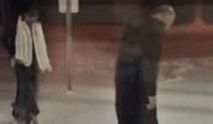 To je prava ljubav: Vani je pao snijeg, pogledajte kako je stariji muškarac pomogao svojoj ženi