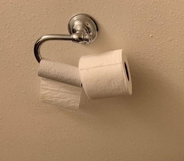 """""""Evo kako moja cimerica svaki put promijeni rolu WC papira."""""""