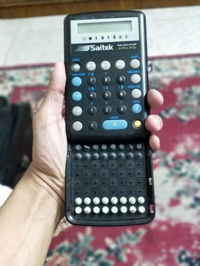 Ovaj kalkulator u sebi ima mali šah.