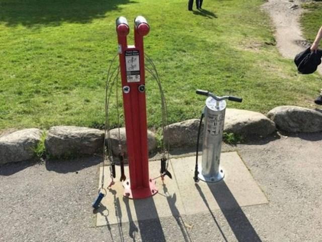 Ovaj park u Norveškoj ima mjesta na kojima možete popraviti bicikl ili napumpati gume.