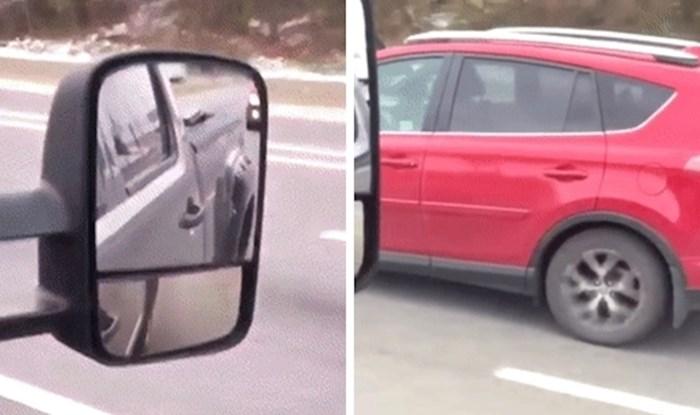Vozili su se na autocesti pa ugledali bizaran prizor, pogledajte što su snimili