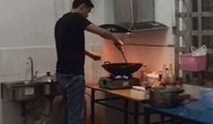 U kuhinji je pripremao večeru, a onda ga je nešto odjednom jako uplašilo