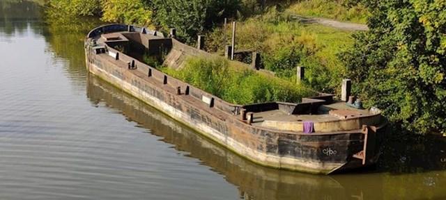 Ovaj napušteni teretni brod nalazi se negdje u Belgiji.